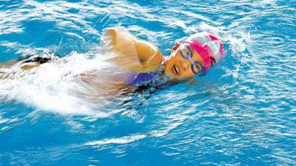 少儿游泳运动